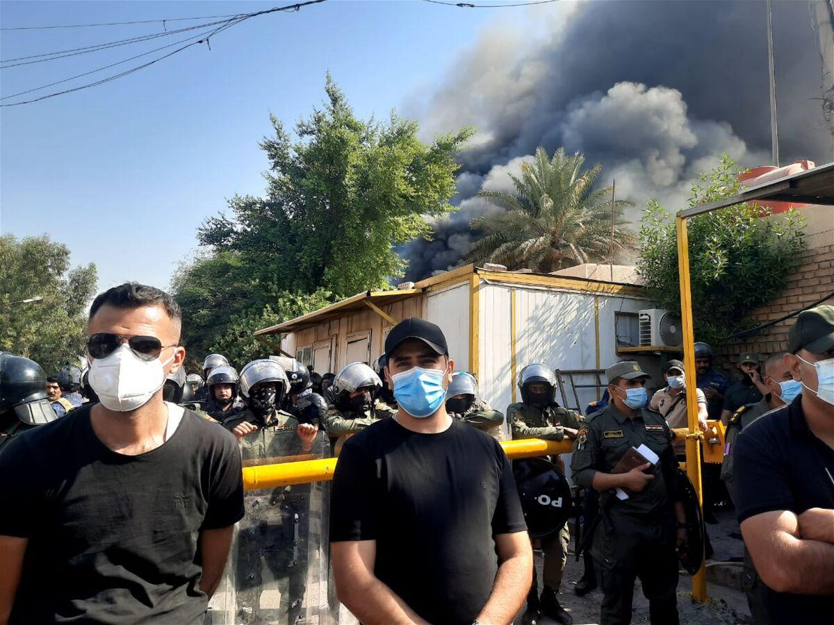 عراق/ به آتش کشیدن دفتر حزب دموکرات کردستان بعد از تشبیه حشدالشعبی به داعش