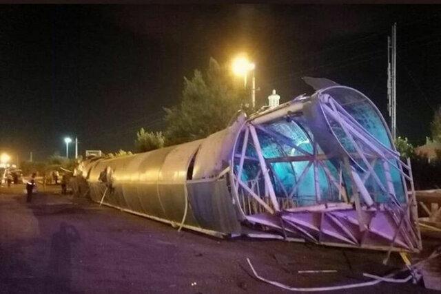 سقوط پل هوایی بر روی 2 خودرو در زنجان؛ یک فوتی و 6 مصدوم