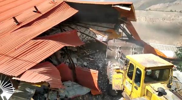 مازندران/ تخریب ویلای ۲ میلیارد تومانی در لاریجان با حکم قضایی