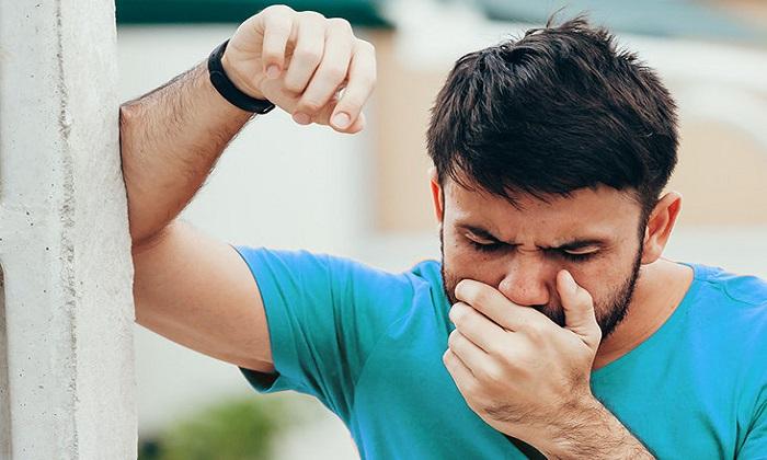 آشنایی با دلایل احساس بوی فلز در نفس یا بدن