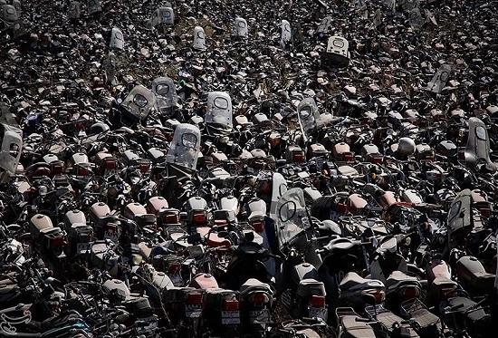 ۷۰ هزار موتورسیکلت توقیفی در پارکینگهای تهران