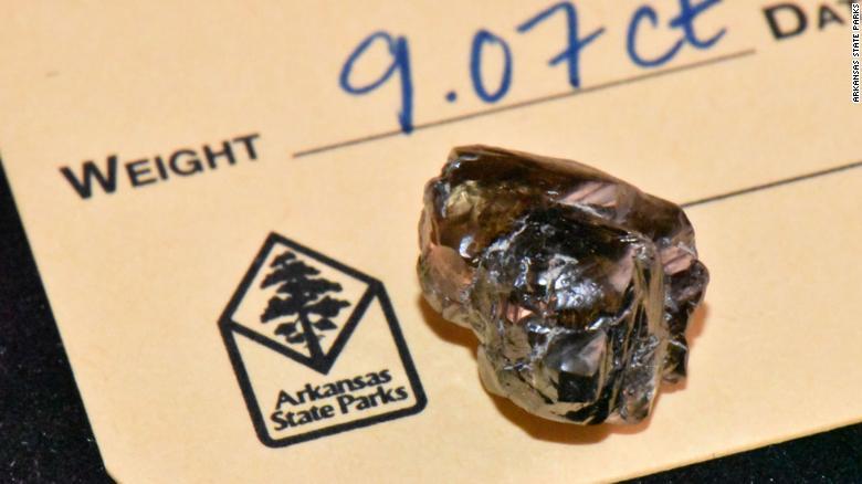 کشف الماس 9 قیراطی در پارک (+عکس)