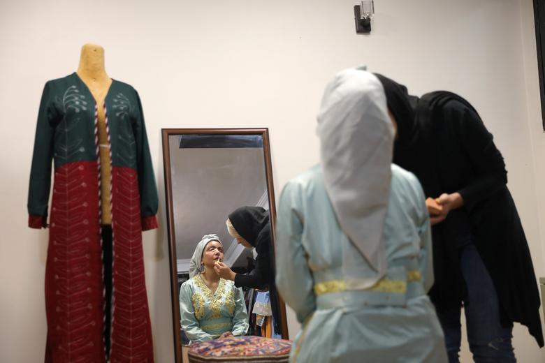 ملینگ لباس کار جدید قربانی اسیدپاشی در ایران