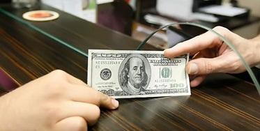کاهش قیمت دلار در صرافی بانکها
