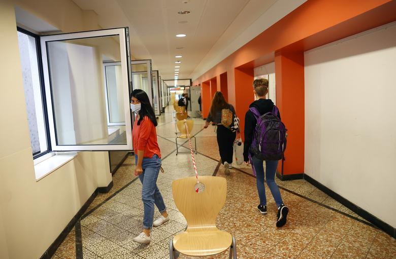 جدا سازی راه دانش آموزان در مدسه