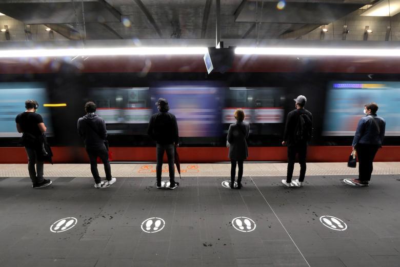 فاصله اجتماعی در مترو