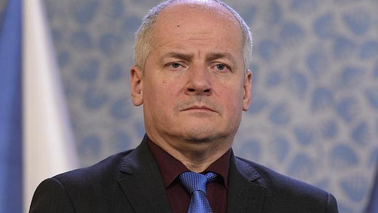 حضور بدون ماسک وزیربهداشت چک در رستوران/ نخستوزیر: برکنارش میکنم