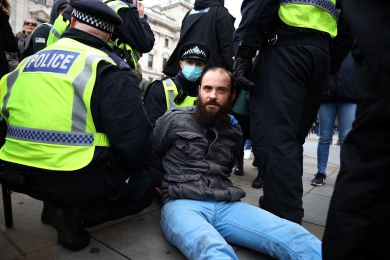 اعتراض ضد قرنطینه در لندن