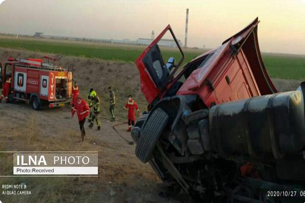 واژگونی تریلر حامل الکل متانول در جاده بوئین زهرا - قزوین