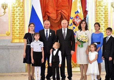 یک خانه، هدیه روسیه برای تولد فرزند سوم