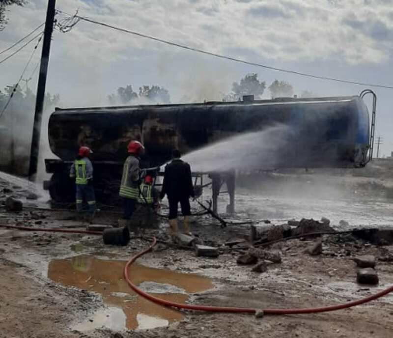 آتش گرفتن مخزن تانکر حمل سوخت در اهواز (عکس)/ علت حادثه: برشکاری غیراستاندارد بر روی بدنه تانکر