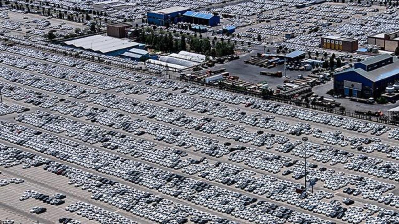 مدیرعامل ایران خودرو:9500  خودرو در انتظار تعیین قیمت کف کارخانه مانده است