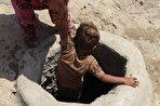 کودکان چاه آب؛ مادران تا کمر در قنات/ اینجا در ایران گم شدهاست (فیلم)