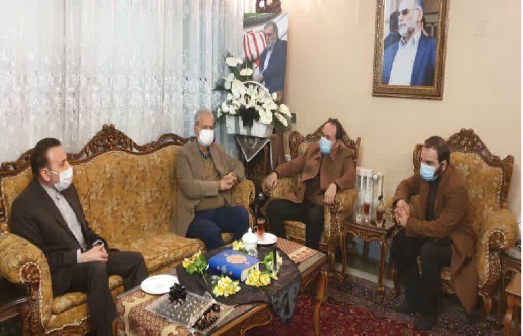 حضور رئیس دفتر رئیس جمهور و سخنگوی دولت در منزل شهید فخری زاده (+عکس)