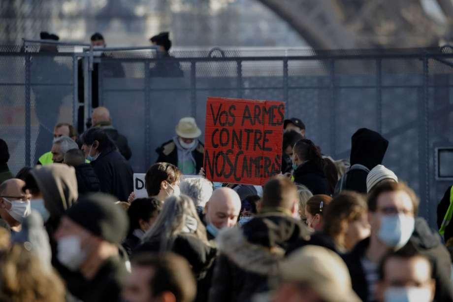 تظاهرات فرانسه سر قانون جدید/ نمایش تصاویر ماموران پلیس جرم است