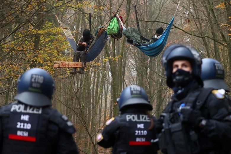 تظاهرات علیه ساخت بزرگراه در آلمان