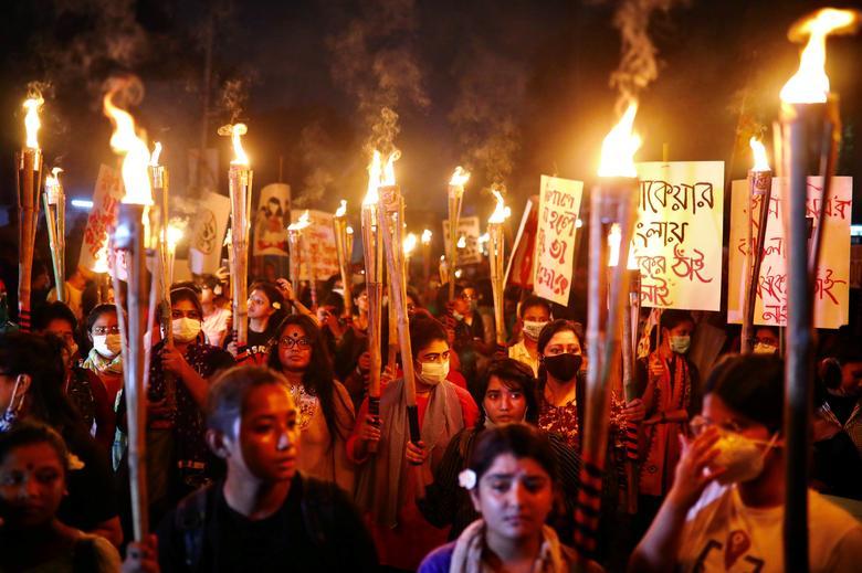 اعتراض به تجاوز به چند زن در بنگلادش