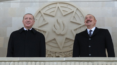 آقای اردوغان! دست را به بدن میچسبانند نه بدن را به دست