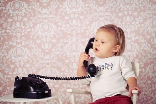 چه زمانی کودک به رشد زبانی میرسد؟