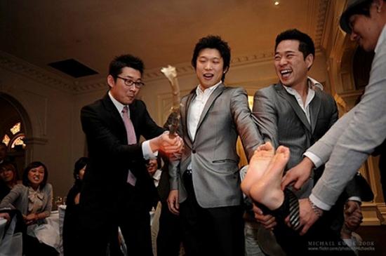 داماد کرهای در شب عروسی فلک میشود