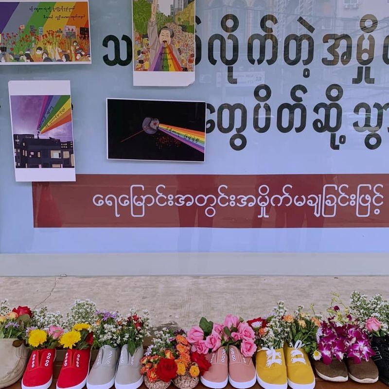 کفش به ید کشته شدگان تظاهرات میانمار