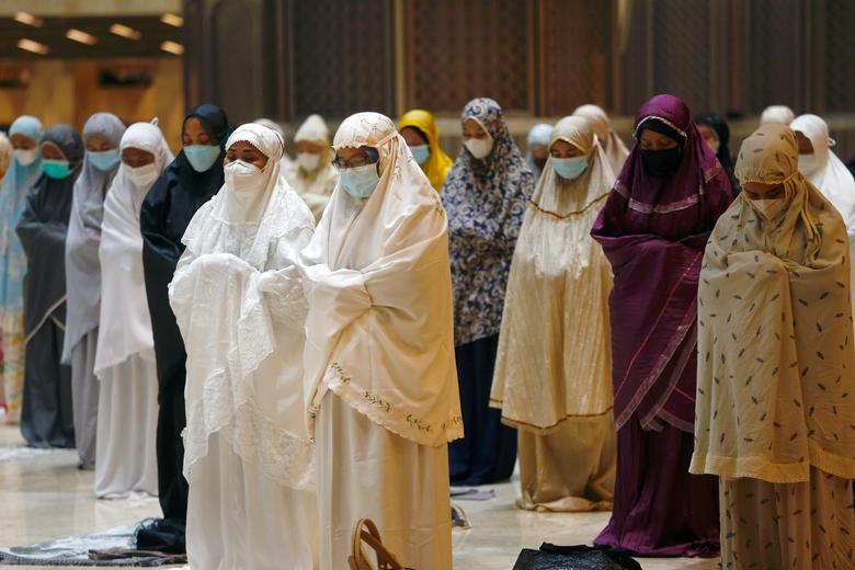 نماز زنان در استانه رمضان در اندونزی