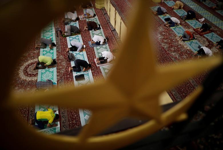 نماز اول رمضان در سنگاپور با حفظ فاصله اجتماعی