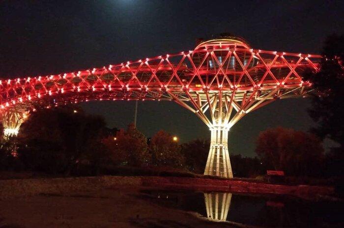 برج آزادی و پل طبیعت در روز جهانی هموفیلی قرمز شدند