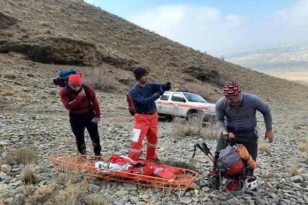 نجات سه نفرکوهنورد گرفتار در ارتفاعات پرآو کرمانشاه