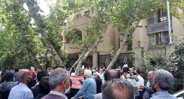 تجمع بازنشستگان تامین اجتماعی در تهران و شهرستانها/ اعتراض بهعدم اجرای صحیح مواد ۱۱۱ و ۹۶ قانون تامین اجتماعی