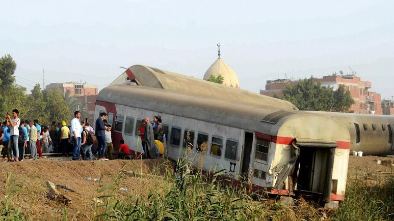 مصر/ ۱۱ کشته و ۱۰۰ زخمی در خروج قطار از ریل