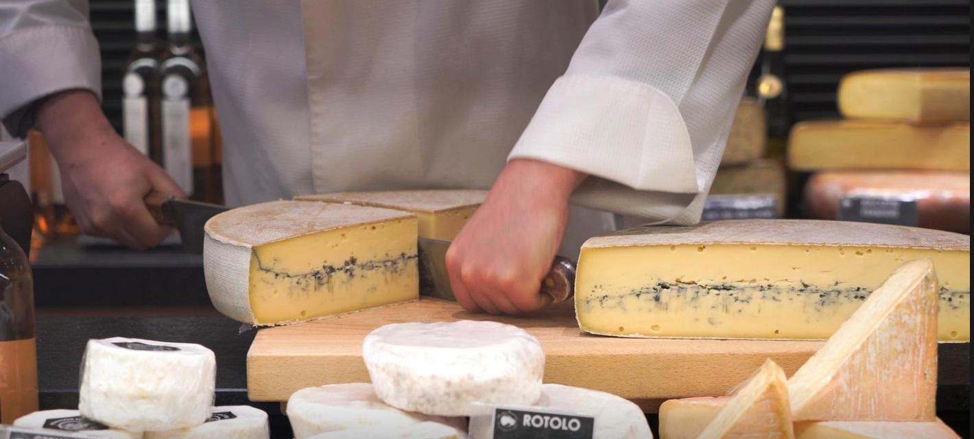 پنیر یکی از محبوب ترین غذاهای فرانسوی