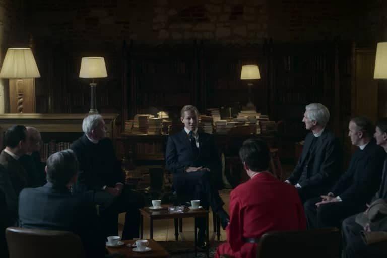 پرنس فیلیپ (وسط) در سریال تاج
