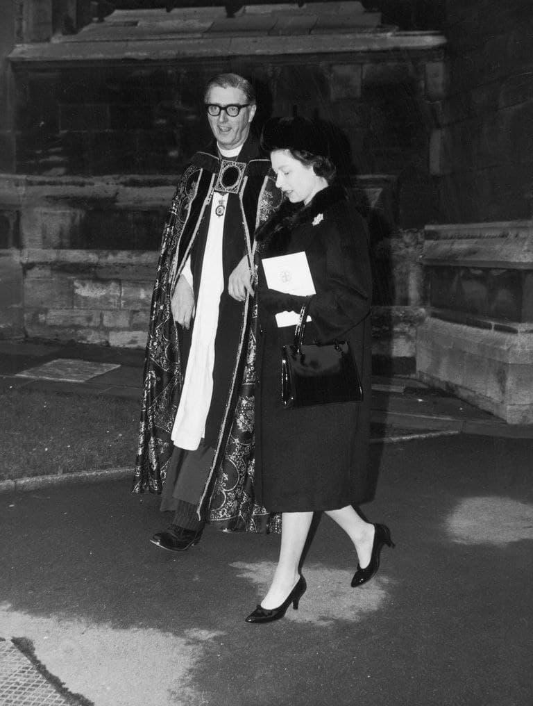 رابین وودز در کنار ملکهی بریتانیا