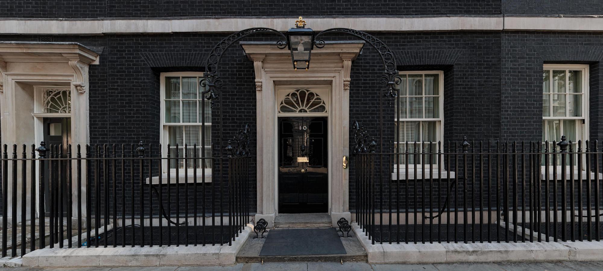 جنجال جدید نخست وزیر بریتانیا: پول خانه جدید را از کجا آورده ای؟