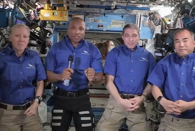 فضانوردان ماموریت کرو-۱ عازم زمین شدند