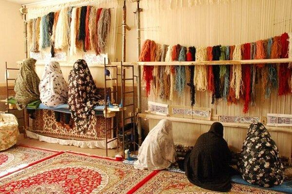 وزارت کار: زنان خانهدار، قالیباف، دانشجو و هنرمند بیمه میشوند