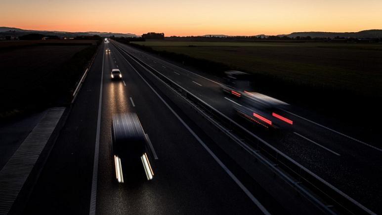 بازداشت ۱۲ نفر در سوئیس به جرم رانندگی با سرعت نزدیک به ۳۰۰ کیلومتر در ساعت