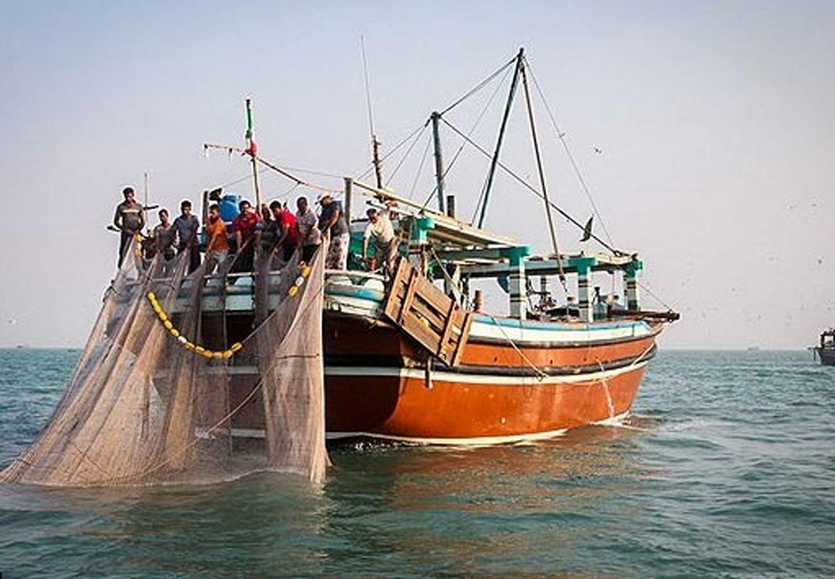 توقیف 18 کشتی هنگام صید ترال در آبهای خوزستان