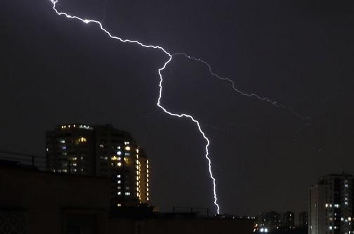 پیش بینی رعد و برق و وزش باد شدید در بیشتر مناطق کشور