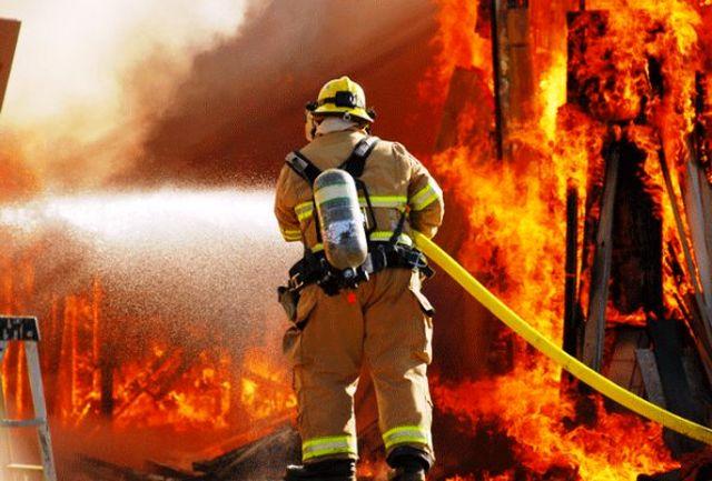 قزوین/ آتش سوزی در شهرک صنعتی لیا/ اعزام ۱۲ دستگاه خودروی آتش نشانی