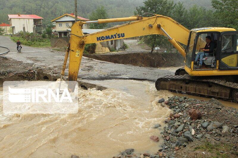 نجات 7 سرنشین 3 خودروی گرفتار در سیلاب بادرود اصفهان