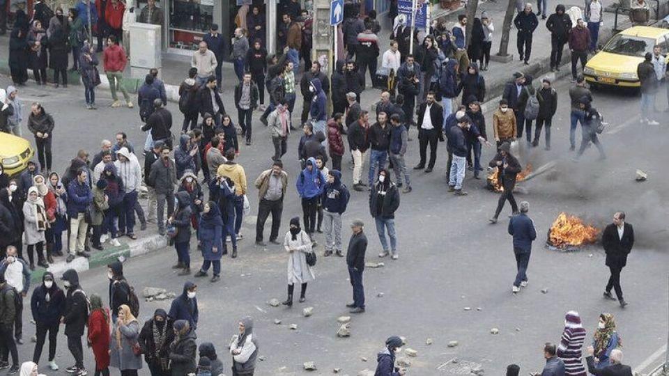 اعتراض کیهان به بازپس گیری شکایت شهرداری تهران از معترضان آبان ۹۸