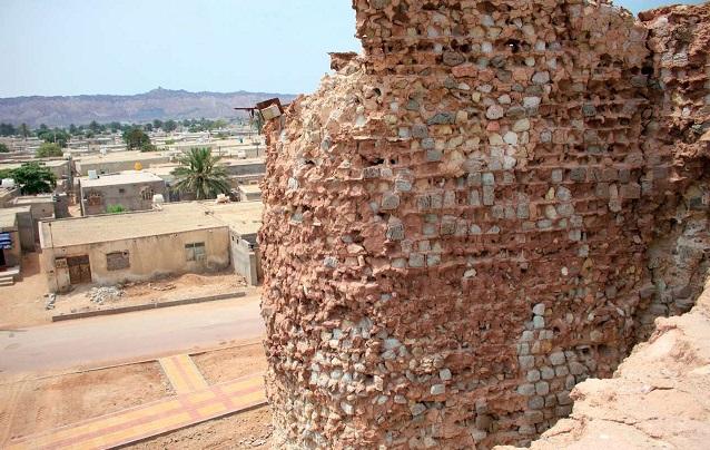 هرمزگان / دیوار قلعه پرتغالی ها ترک خورد و فرو ریخت