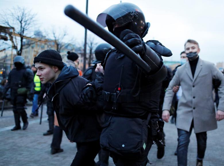 بازداشت طرفداران منتقد پوتین