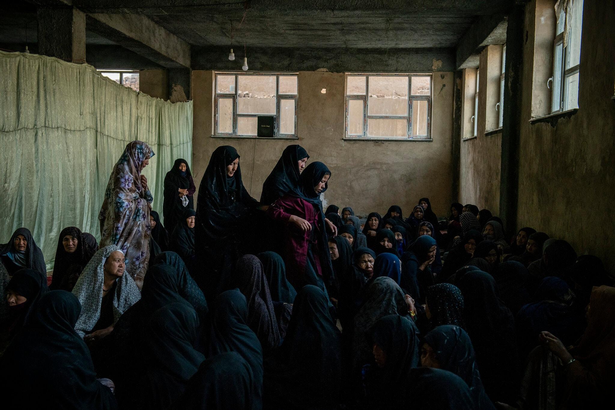 مراسم خاکسپاری دختران افغان در کابل