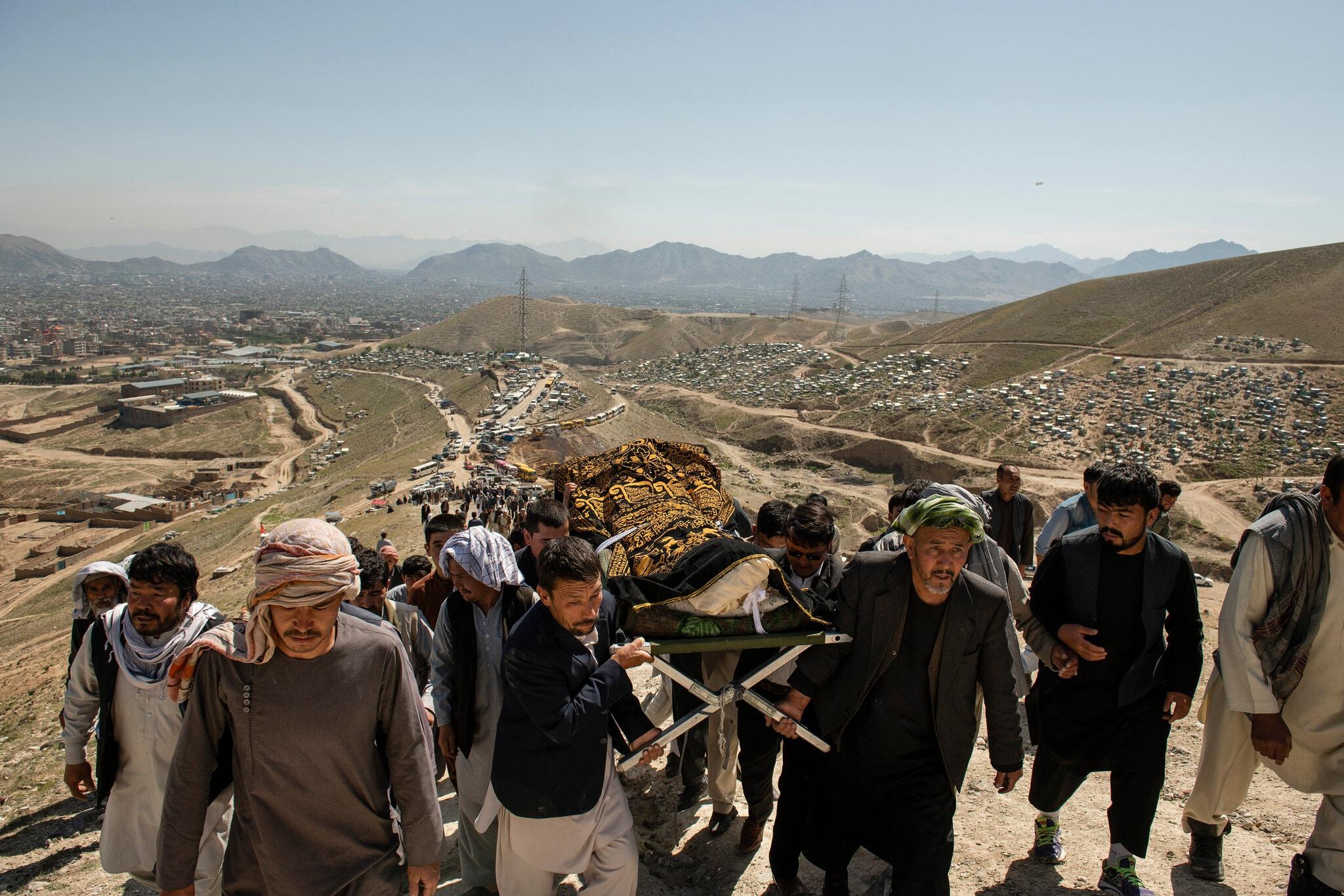 خاکسپاری افغان ها