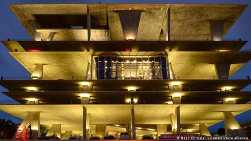 پارکینگ طبقاتی میامی