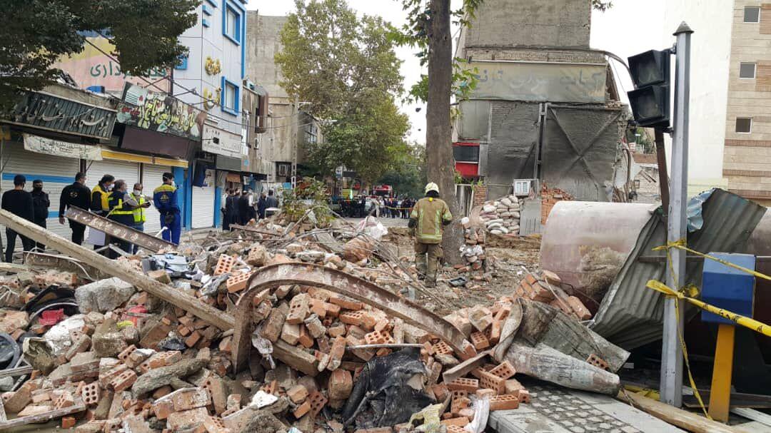ریزش ساختمان قدیمی در میدان راهآهن تهران/ کودک ۸ ساله زنده ماند
