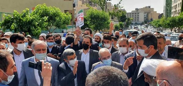 احمدینژاد به ستاد انتخابات رفت